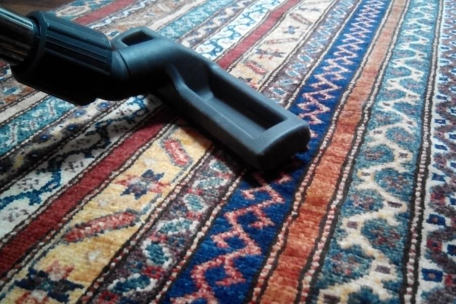 Чистка шерстяного ковра в домашних условиях
