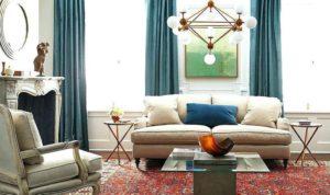 Яркий турецкий ковер в классической гостиной