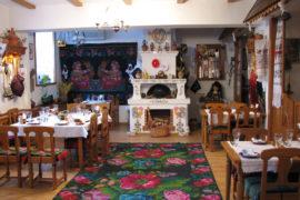 Молдавский ковёр с цветами в интерьере