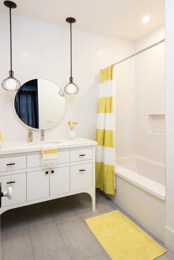 Zheltiy_kovrik_v_vannuyu_Желтый коврик в ванную комнату
