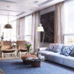 Svetlo_siniy_kover_v_gostinoy_Светло синий ковер в гостиной