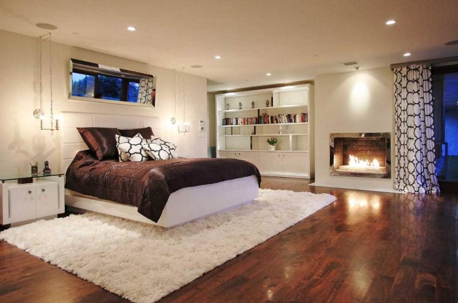 Beliy_pushistiy_kover_v_spalne_Белый пушистый ковер в спальне