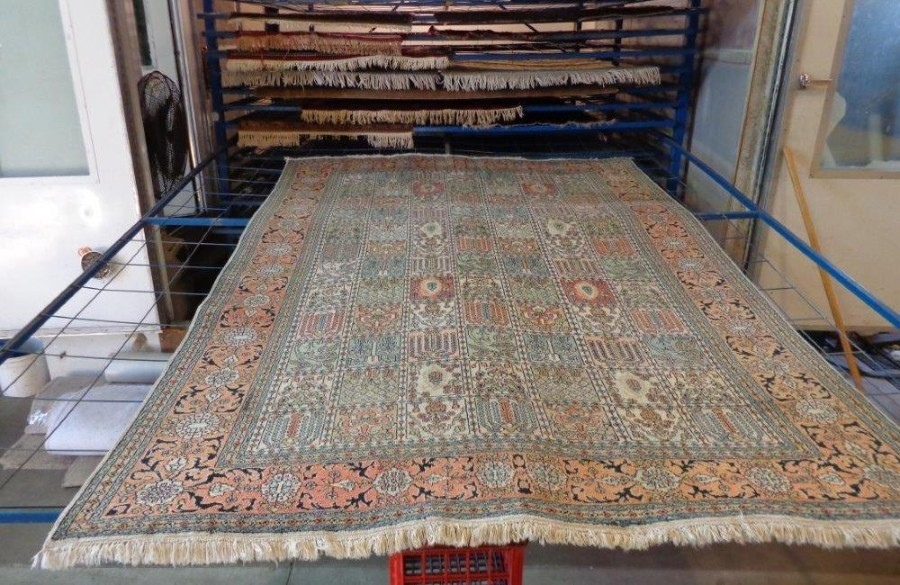 How to dry your wet carpet or rug