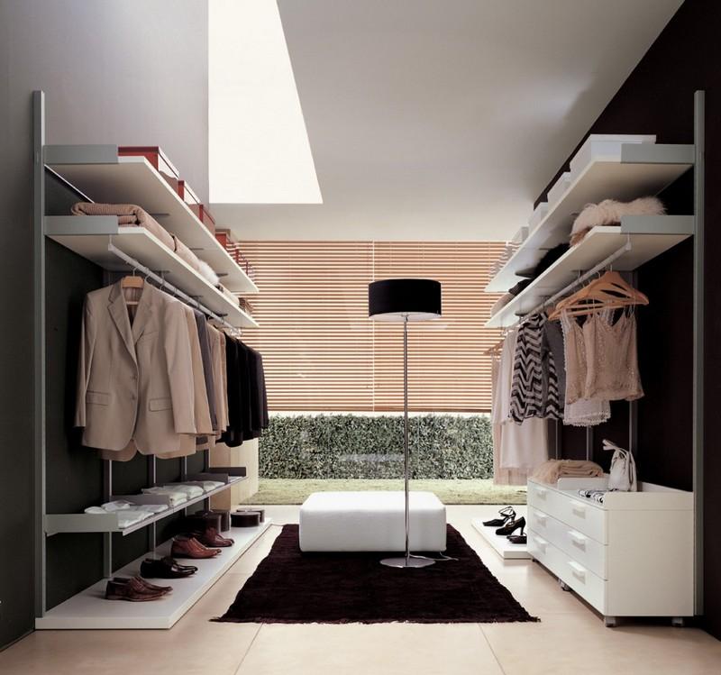 Korichneviy_kovrik_v_garderobe_Коричневый коврик в гардеробе