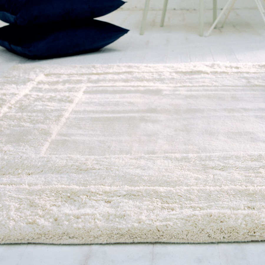 Beliy_naturalniy_sherstyanoy_kover_Белый натуральный шерстяной ковер