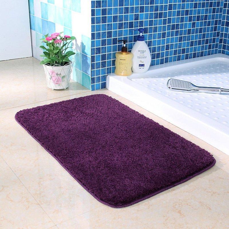 Fioletoviy_kovrik_v_vannuyu_komnatu_Фиолетовый коврик в ванную комнату