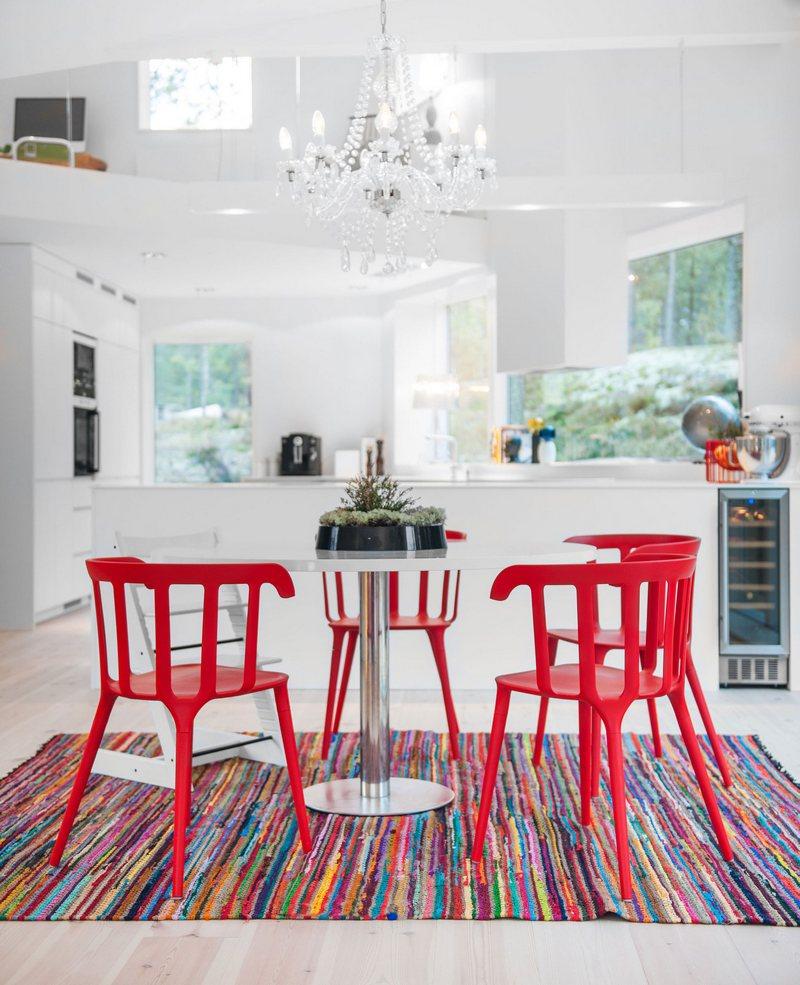 Kover_v_yarkih_cvetah_na_kuhne_Ковер в ярких цветах на кухне