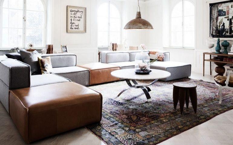Датская мебель на восточном ковре