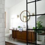 Восточная ковровая дорожка в ванной комнате