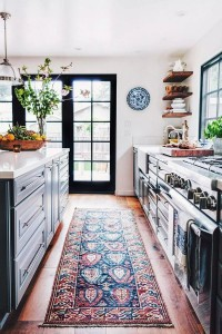 Восточный ковер на кухне