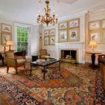 Восточный ковер в гостинной в классическом стиле