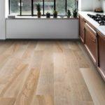 ПВХ плитка на полу на кухне
