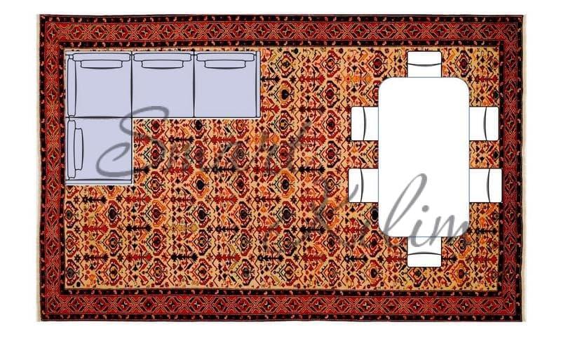 Большой ковер в гостиной под угловым диваном и обеденным столом